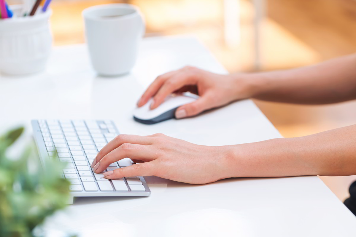 Adding a website - Lady tpying on the keyboard